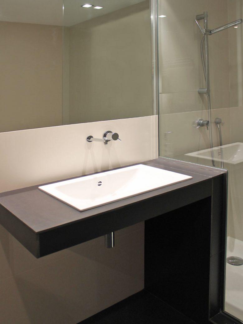 lavabo acero vitrificado Alape Adosado Giron Pinilla Zamora HenkaArquitectos