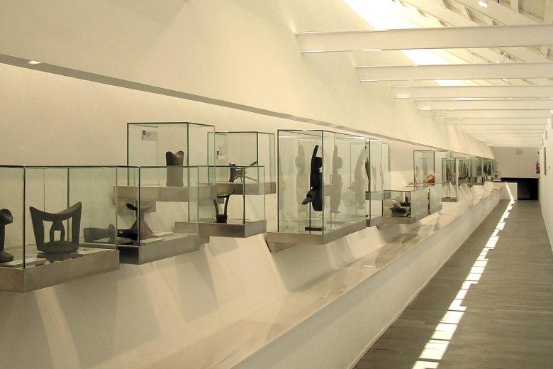 exposición piezas arte africano colaboración Palacio Santa Cruz Valladolid Henka Arquitectos