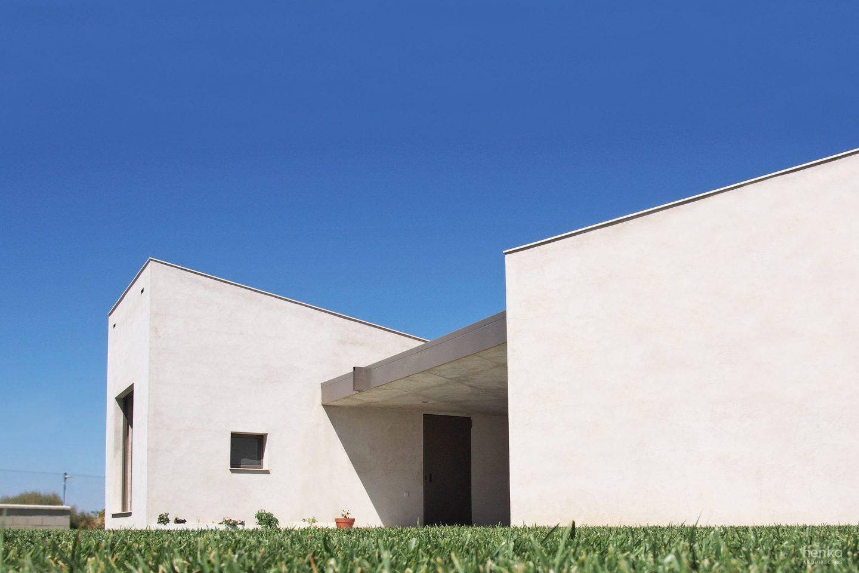 Juego volúmenes Casa frente palomar Villalazán Zamora Henka Arquitectos