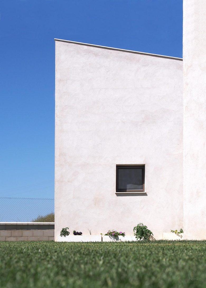 Casa frente palomar Villalazán Zamora volumen día feature Henka Arquitectos