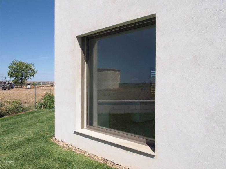 Vistas enmarcadas Río Duero ventanal Casa frente palomar Villalazan Zamora HenkaArquitectos