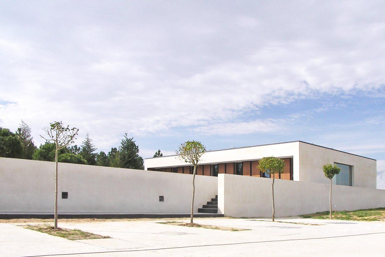 Casa Libreros cubierta vegetal obra acceso Bamba Zamora Henka Arquitectos