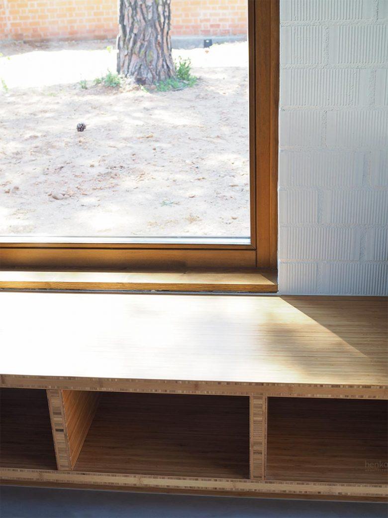 mobiliario banco tablero bambú macizo Casa Pinar Antequera Valladolid Henka Arquitectos