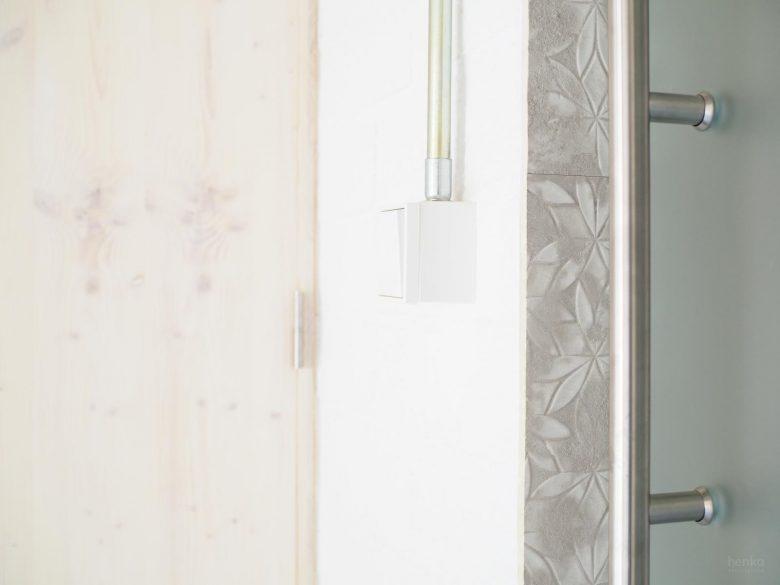 Juego texturas materiales grés porcelánico ladrillo cristal Casa Pinar Antequera Valladolid Henka Arquitectos