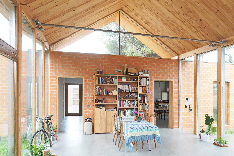 Casa Pinar Antequera Valladolid espacio acristalado entre volúmenes macizos Henka Arquitectos