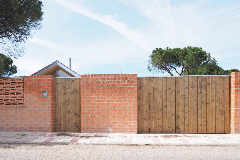fachada ladrillo tosco caravista paloma Casa Pinar Antequera Valladolid Henka Arquitectos