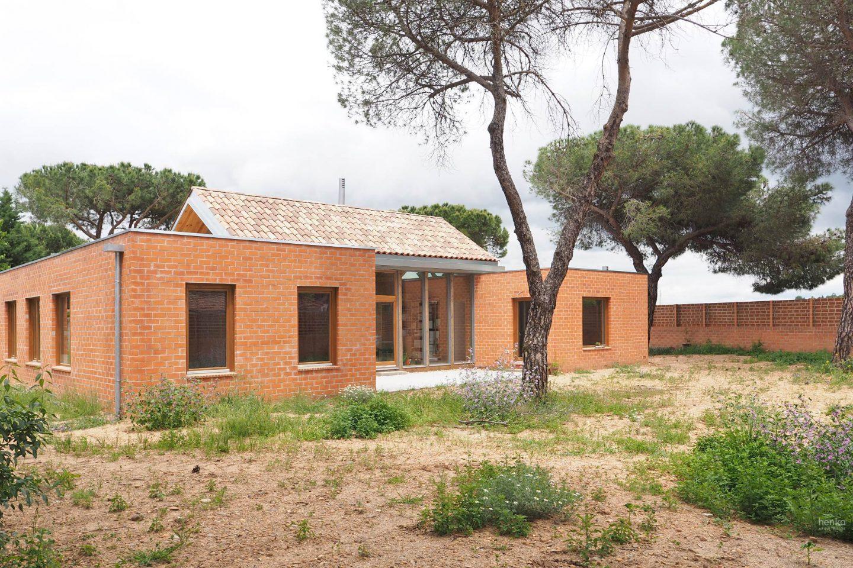 Fachada sur jardin Casa Pinar Antequera Valladolid Henka Arquitectos