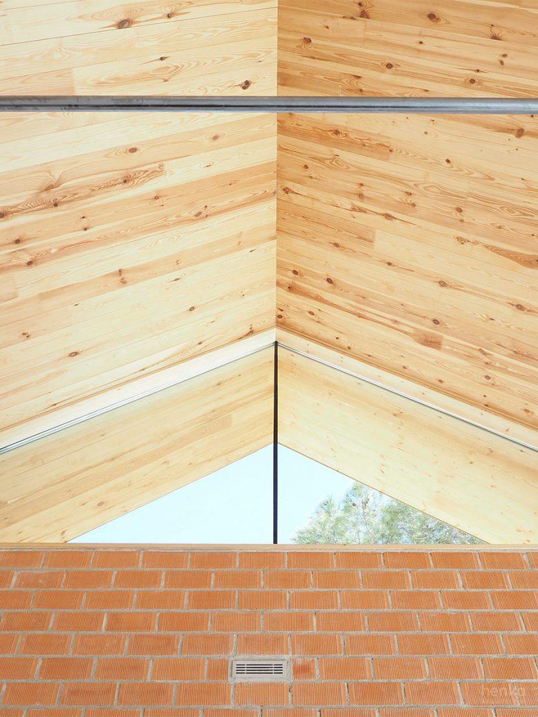 cubierta estructura paneles madera laminada CLT Egoin Casa Pinar Antequera Valladolid Henka Arquitectos