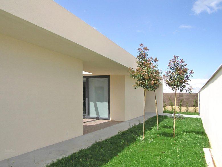 Fachada acceso Casa Tierra Vino Morales Zamora Henka Arquitectos