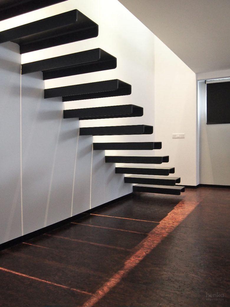 Escalera en vuelo vigas UPN Reforma duplex Villate Burgos Henka Arquitectos
