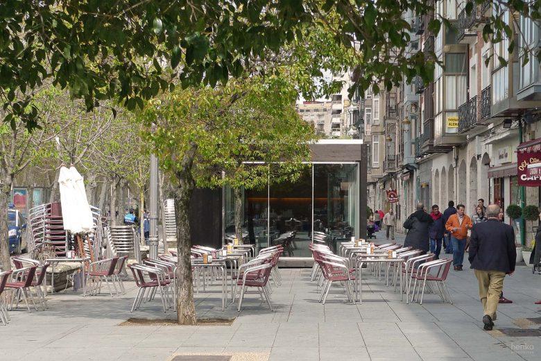 Ecoterraza pabellón prefabricado modular acceso lateral HenkaArquitectos