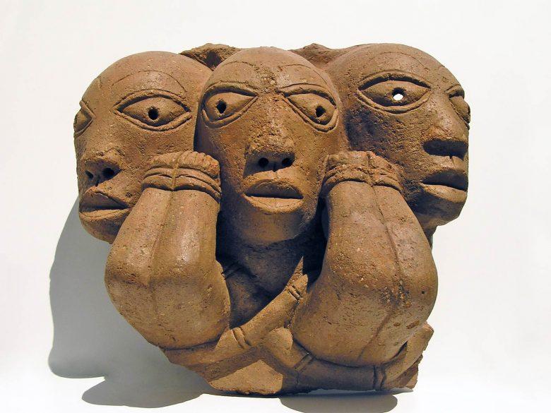 escultura tres cabeza terracota Nok Niger exposición arte africano colaboración Palacio Santa Cruz Valladolid Fundación Alberto Jiménez-Arellano Alonso Henka Arquitectos