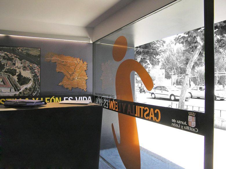 oficina turismo Principe Asturias Zamora CYL diseño escaparate HenkaWebs Henka Arquitectos