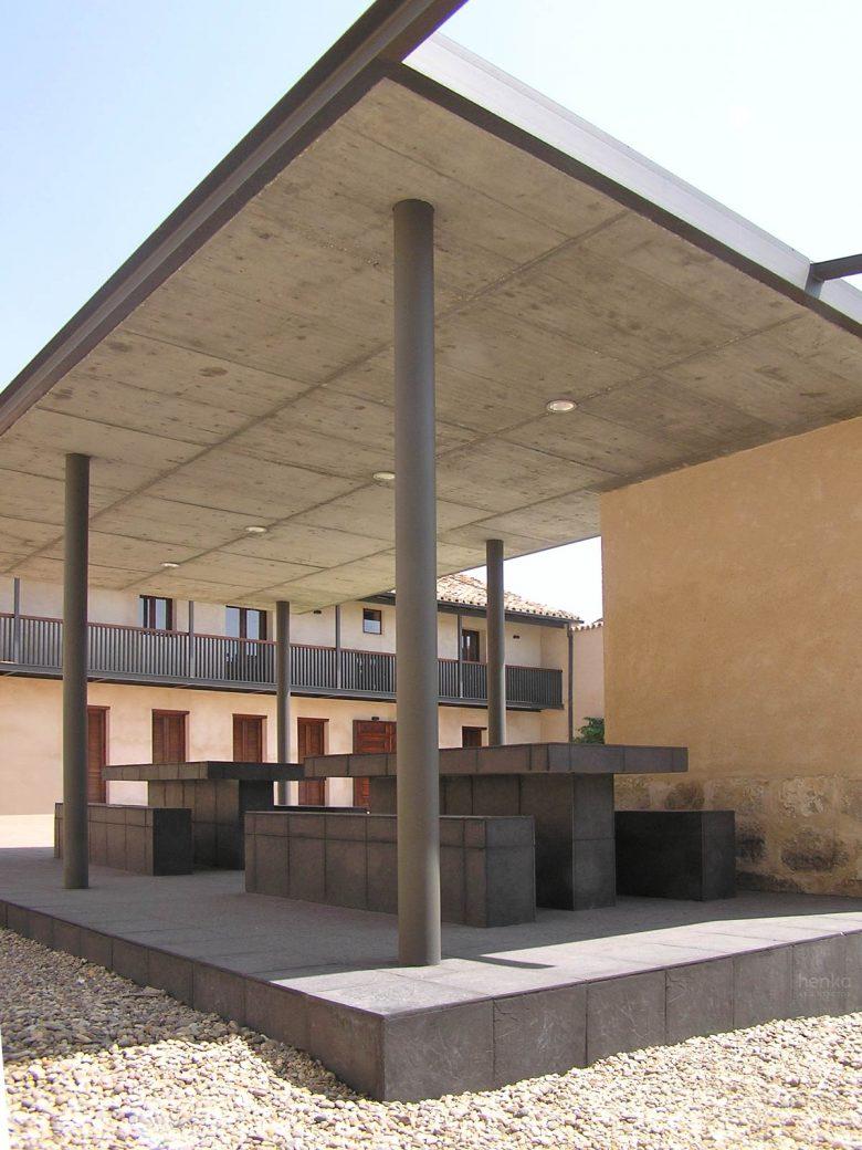 Porche merendero Reforma Ampliación caserio castellano Mucientes Valladolid Henka Arquitectos