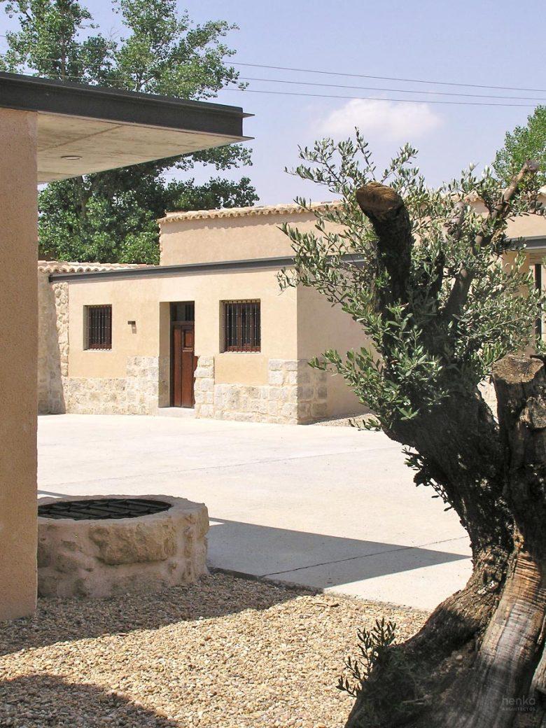 Anexos patio Reforma Ampliación caserio castellano Mucientes Valladolid Henka Arquitectos