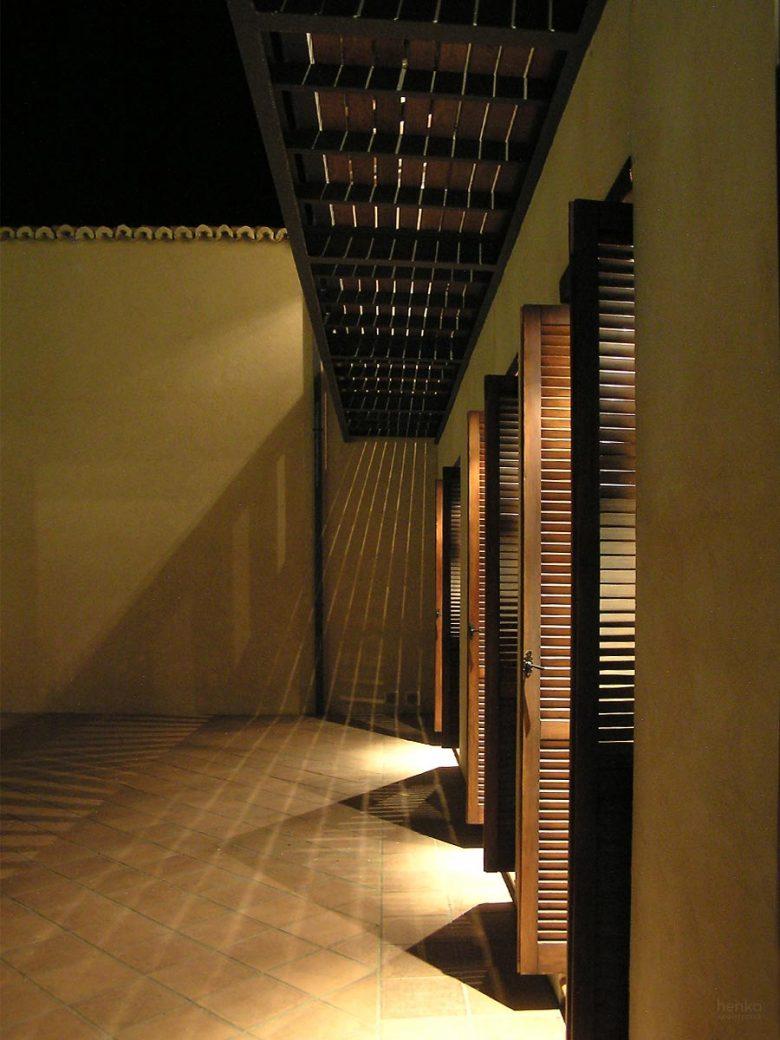 Iluminación de noche fachada a patio Reforma Ampliación caserio castellano Mucientes Valladolid Henka Arquitectos