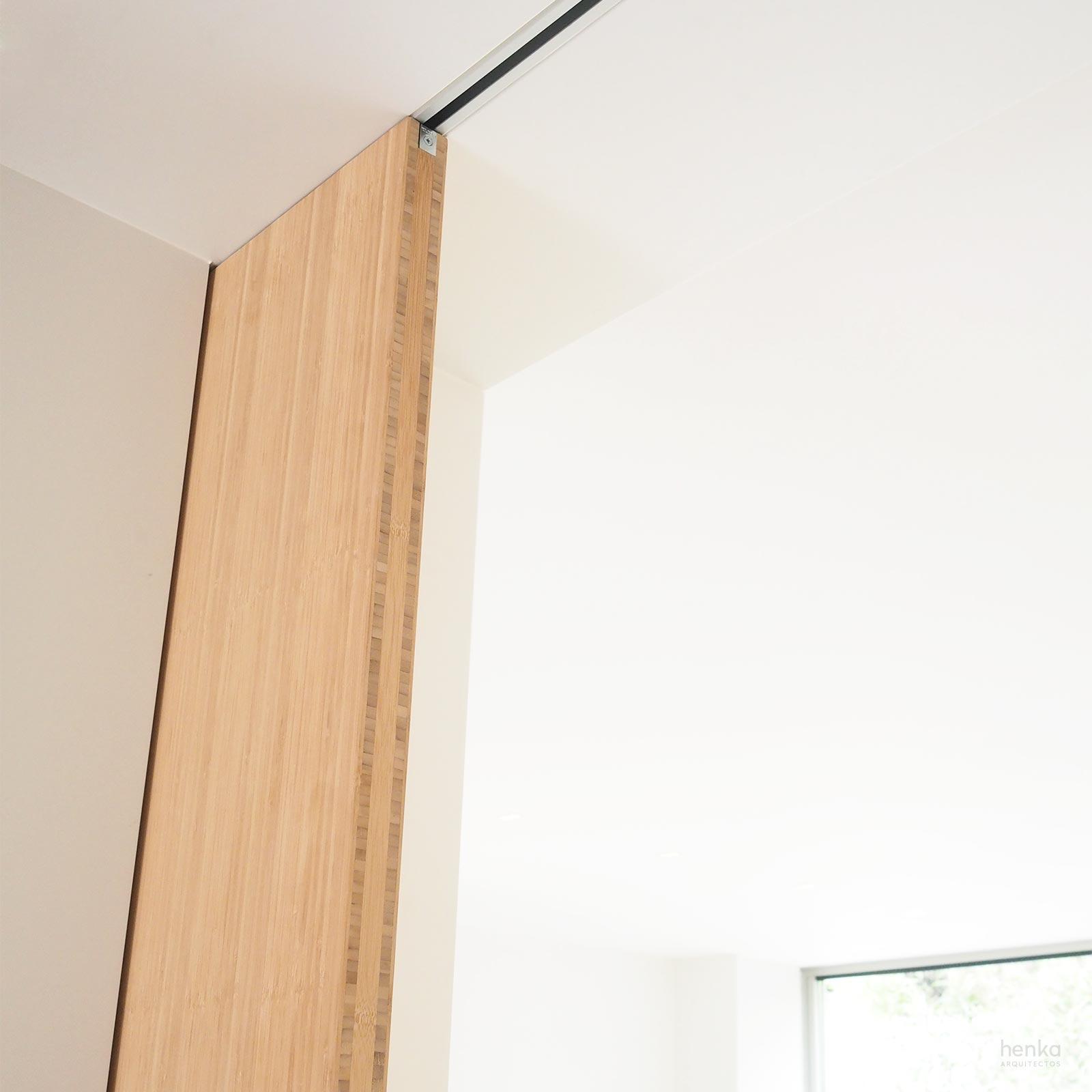 puerta corredera integrada con armarios Reforma Cabildo Valladolid Henka Arquitectos