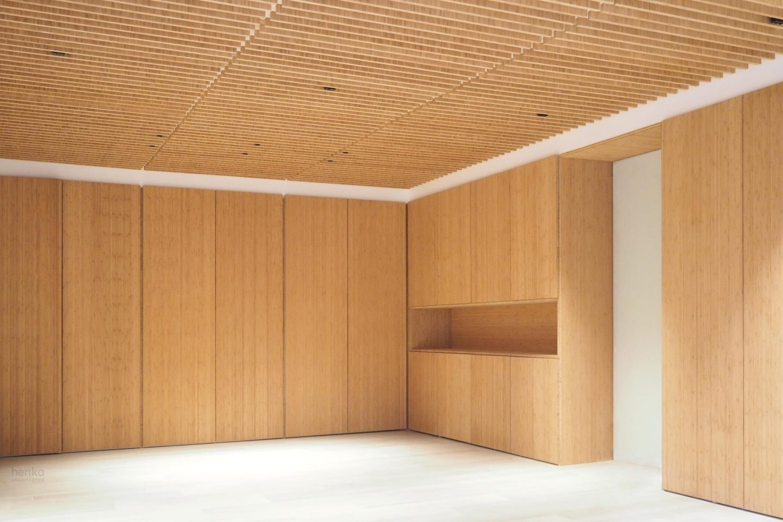 mobiliario y falso techo bodega madera maciza bambú iluminación iGuzzini reforma Cabildo Valladolid Henka Arquitectos