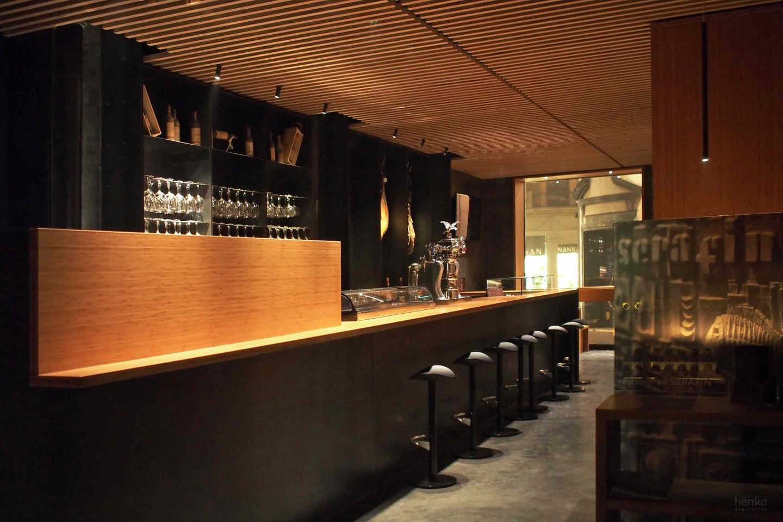 madera bambú acero en bruto iluminación mobiliario iguzzini flos davide groppi Restaurante Serafin Zamora Henka Arquitectos