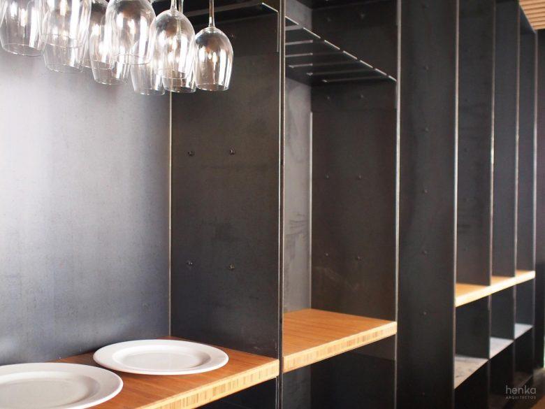 mobiliario barra acero en bruto madera maciza bambú reforma restaurante Serafin Zamora henkaarquitectos