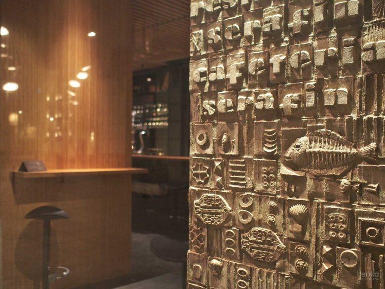Detalle fachada cafetería escultor Coomonte Restaurante Serafin Zamora Henka Arquitectos