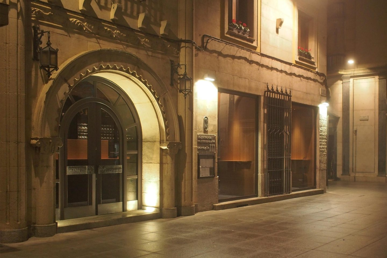iluminación fachada cafetería acceso Restaurante Serafin Zamora Henka Arquitectos