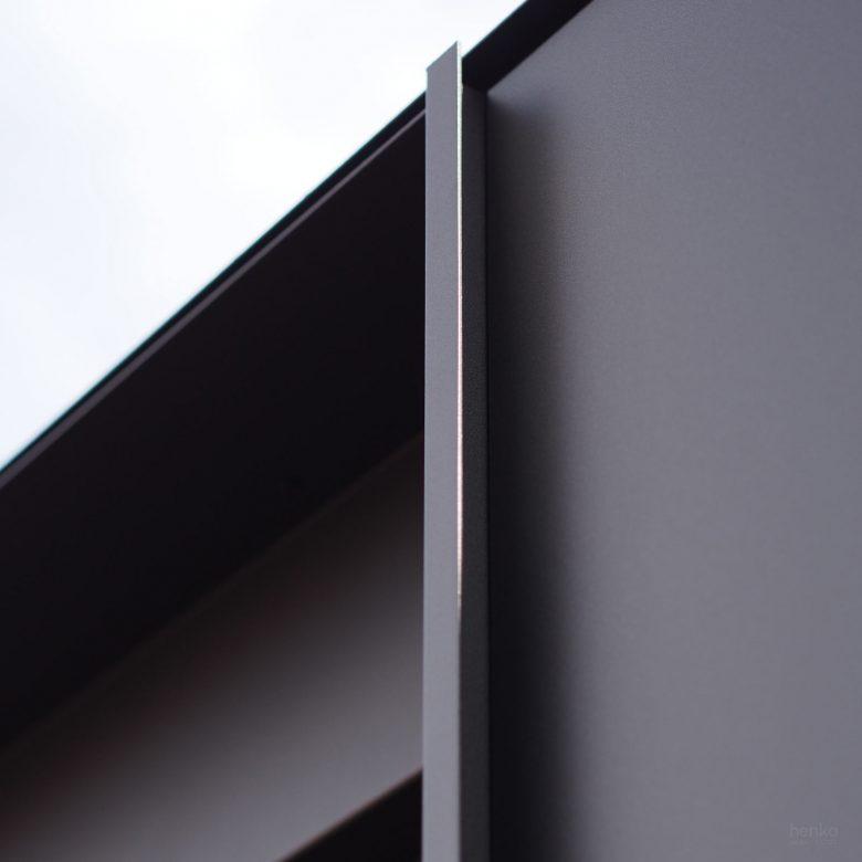 remates carpintería detalle tirador puerta oculta acero ampliación Trascastillo Zamora Henka Arquitectos