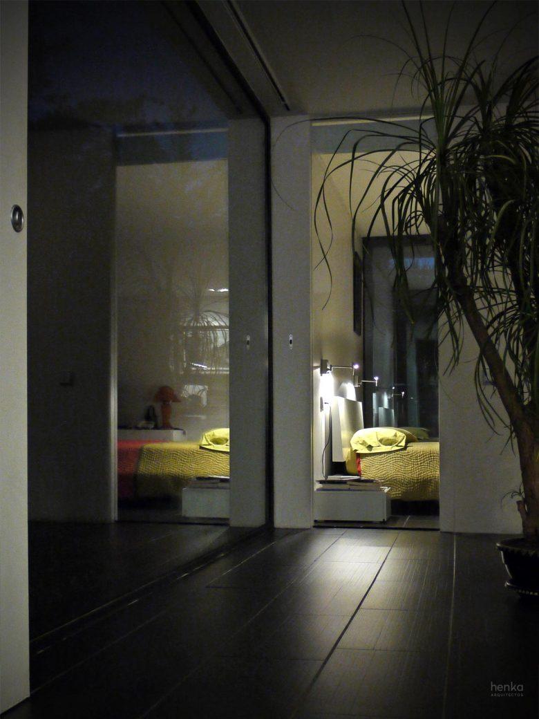 dormitorio principal casa campo pinar libreros Bamba Zamora Henka Arquitectos