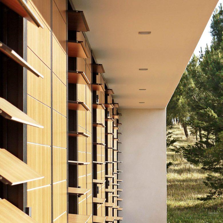 sombreamiento contraventanas lamas orientables Llambi casa campo pinar libreros Bamba Zamora Henka Arquitectos