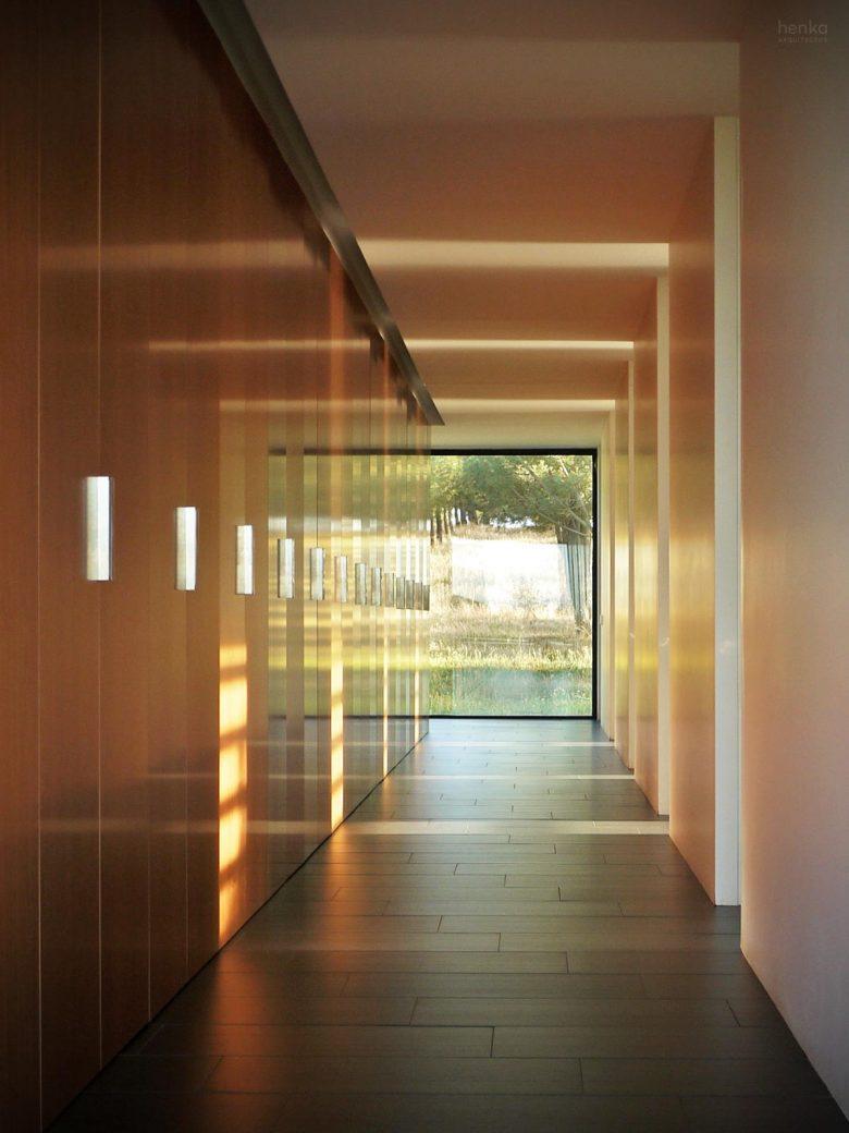 zona vestidor espacio diafano eje libros casa campo pinar libreros Bamba Zamora Henka Arquitectos